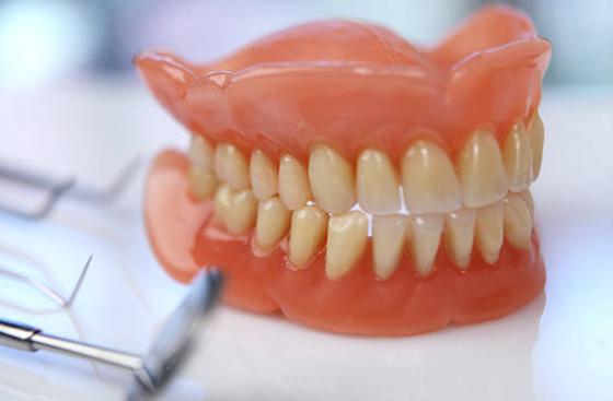 Услуги протезирования зубов